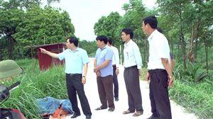 Đồng chí Bí thư Huyện ủy kiểm tra công tác phòng chống dịch tả lợn châu Phi tại xã Đoan Hạ