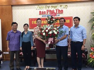 Lãnh đạo huyện Thanh Thủy thăm, chúc mừng các cơ quan báo chí tỉnh nhân dịp kỷ niệm 95 năm Ngày Báo chí cách mạng Việt Nam