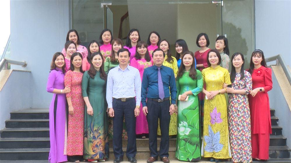 """Phụ nữ Thanh Thủy hưởng ứng """"Tuần lễ áo dài"""""""