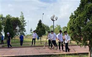 Huyện đoàn Thanh Thủy: tổ chức ra quân dọn vệ sinh nghĩa trang liệt sỹ