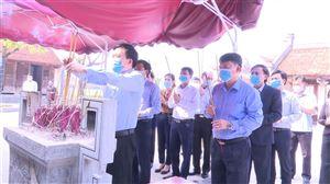 Ban Thường vụ Thanh Thuỷ dâng hương tại Đền Lăng Sương