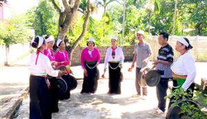Phát huy vai trò người có uy tín trong cộng đồng bảo tồn giá trị văn hóa cồng chiêng