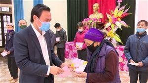 Hội Chữ thập đỏ huyện trao tặng quà Tết vì người nghèo và nạn nhân chất độc da cam xuân Tân Sửu 2021