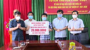 Doanh nghiệp Tư nhân Hương Tuấn trao tặng 20 triệu đồng cho Ban Chỉ đạo phòng chống Covid-19 xã Tu Vũ