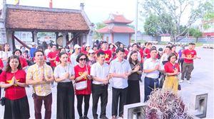 Sở VH – TT & DL tỉnh -  Hội lữ hành Hà Nội dâng hương tại Khu di tích lịch sử Quốc gia  Đền Lăng Sương