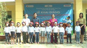 Công ty TNHH Bình Minh 8 tặng mũ bảo hiểm cho học sinh nhân dịp năm học mới
