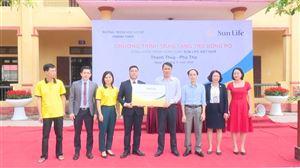 Công ty Bảo hiểm Nhân thọ Sun Life Việt Nam trao tặng thiết bị thể thao cho Trường THCS Thanh Thủy