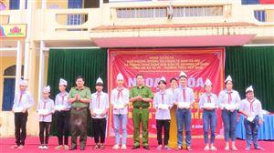 Ngoại khóa tuyên truyền về ATGT, phòng chống xâm hại trẻ em, bạo lực học đường tại Trường THCS Yến Mao