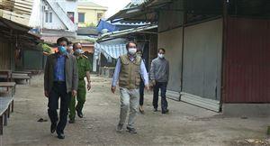 Đồng chí Phó Bí thư Thường trực Huyện ủy kiểm tra công tác phòng, chống dịch Covid 19 tại xã Hoàng Xá, Sơn Thủy