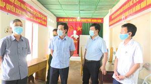 Đồng chí Nguyễn Văn Cường - Phó Bí thư TT Huyện uỷ, Chủ tịch HĐND huyện kiểm tra công tác chuẩn bị bầu cử tại xã Đào Xá