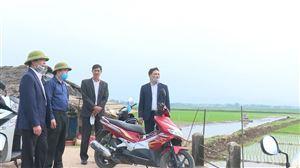Đồng chí Bí thư Huyện ủy kiểm tra công tác triển khai vụ chiêm xuân tại Đoan Hạ và Đồng Trung