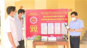 Đồng chí Nguyễn Minh Tường - TUV, Bí thư Huyện ủy kiểm tra công tác chuẩn bị bầu cử tại xã Đoan Hạ và Đồng Trung.