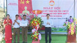 Phó Bí thư Thường trực Huyện ủy, Chủ tịch HĐND huyện Nguyễn Văn Cường dự ngày hội Đại đoàn kết dân tộc tại khu 2 xã Đoan Hạ