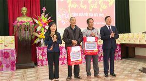 Lãnh đạo Tỉnh Phú Thọ và huyện Thanh Thủy thăm, tặng quà, chúc Tết các gia đình chính sách, người có công