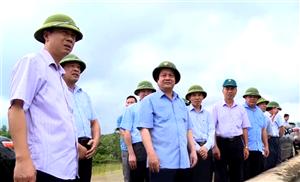 Bí thư Tỉnh uỷ Hoàng Dân Mạc kiểm tra an toàn hồ Phượng Mao, huyện Thanh Thủy