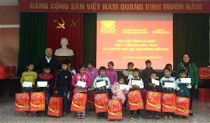 Hội Khuyến học tỉnh - Quỹ học bổng Lá Xanh và Công ty CP Ao Vua trao học bổng, quà tết cho học sinh nghèo và giáo viên...