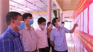 Đồng chí Nguyễn Văn Cường  kiểm tra công tác chuẩn bị bầu cử tại xã Thạch Đồng