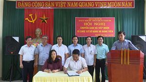 Công bố Quyết định và thực hiện chuyển giao, tiếp nhận tổ chức cơ sở Đảng và đảng viên