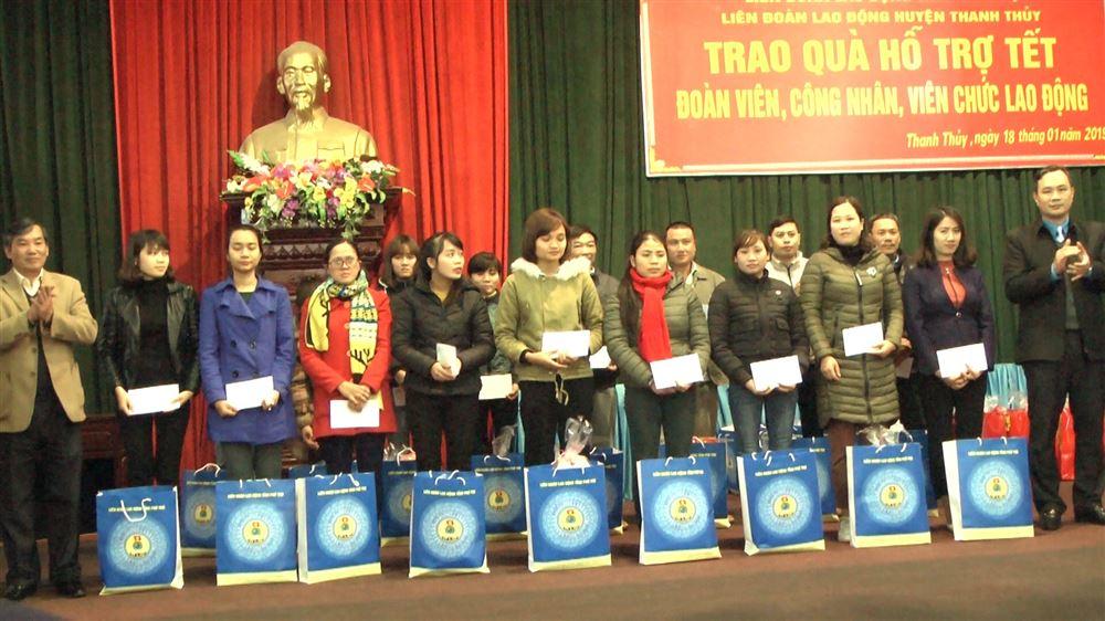 Liên đoàn Lao động tỉnh, huyện trao quà Tết tới công nhân viên chức lao động có hoàn cảnh khó khăn