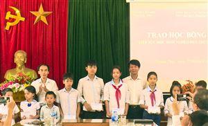 Hội Khuyến học tỉnh Phú Thọ, Công đoàn các Ngân hàng trên địa bàn tỉnh trao học bổng...