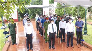 Huyện Thanh Thuỷ tổ chức viếng Nghĩa trang Liệt sỹ Mặt trận Tu Vũ và Nhà bia tưởng niệm ghi tên liệt sỹ, mẹ Việt Nam anh hùng.