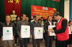 Công ty Cổ phần Ao Vua trao 100 suất quà tết cho người nghèo tại huyện Thanh Thủy
