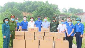 Hội Doanh nghiệp trẻ tỉnh Phú Thọ trao tặng 10.000 chiếc khẩu trang cho chốt kiểm soát dịch bệnh tại khu 7 – Tân Phương