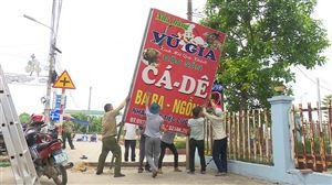 Giải tỏa các vi phạm hành lang ATGT trên địa bàn thị trấn Thanh Thủy
