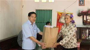 Ban ATGT tỉnh, huyện thăm, tặng quà  các gia đình có nạn nhân tử vong do TNGT năm 2020