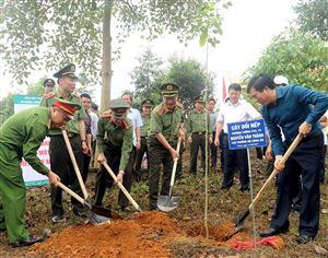 Bộ Công an Phát động hưởng ứng Chương trình trồng 1 tỷ cây xanh Vì một Việt Nam xanh tại huyện Thanh Thủy