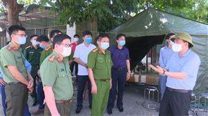Bí thư Huyện uỷ Nguyễn Minh Tường kiểm tra công tác phòng, chống dịch Covid-19