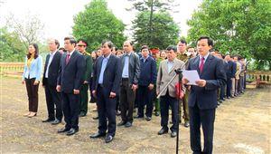 Huyện ủy - HĐND, UBND huyện Thanh Thủy tổ chức viếng các anh hùng liệt sỹ, mẹ VNAH