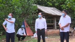 Đồng chí Nguyễn Văn Đức kiểm tra công tác phòng, chống Covid-19 tại nhà trường hợp F1 ở Tân  Phương