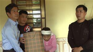 Ban ATGT tỉnh, huyện thăm, tặng quà các gia đình có nạn nhân tử vong do TNGT