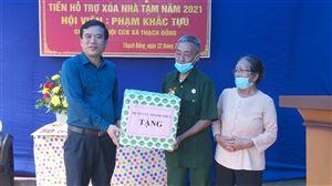 Thanh Thủy tổ chức trao tiền hỗ trợ xây nhà cho hội viên Phạm Khắc Tựu xã Thạch Đồng