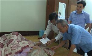 Doanh nghiệp tư nhân Thành Công thăm, tặng quà Mẹ Việt Nam anh hùng Hoàng Thị Tuyên