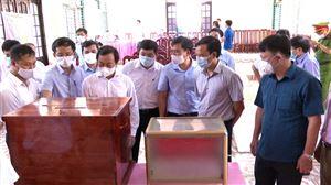 Đồng chí Bùi Văn Quang - Phó Bí thư Tỉnh ủy, Chủ tịch UBND tỉnh kiểm tra công tác chuẩn bị bầu cử tại huyện Thanh Thủy.