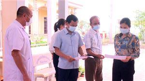 Đồng chí Nguyễn Văn Cường kiểm tra công tác bầu cử tại Xuân Lộc