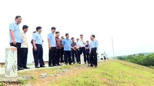 Chủ tịch UBND tỉnh Bùi Văn Quang kiểm tra hiện trạng hồ Phượng Mao
