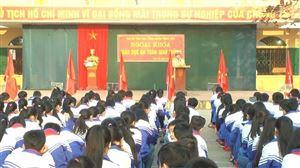 Ban ATGT và Đội CSGT Công an huyện tuyên truyền Luật Giao thông đường bộ tại trường THCS Thanh Thủy