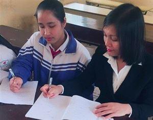 Nguyễn Thùy Linh học sinh lớp 9A Trường THCS Thanh Thủy, tấm gương vượt khó, học giỏi