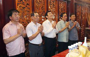 Nguyên Chủ tịch nước Trương Tấn Sang dâng hương tưởng niệm các Vua Hùng