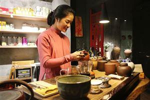 Thưởng trà trong phố