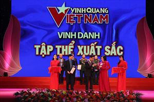 Vinh quang Việt Nam: Tôn vinh những tấm gương thi đua làm theo lời Bác