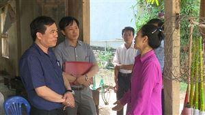 Đồng chí Bí thư Huyện ủy Nguyễn Minh Tường kiểm tra, khảo sát thực tế tỉnh lộ 316B tại xã Đào Xá.