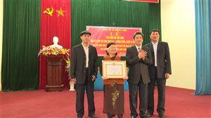 Xã Đồng Luận tổ chức trao Huy hiệu Đảng