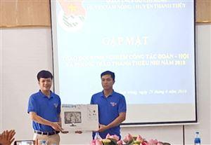 Huyện đoàn Thanh Thủy tặng quà cho các em thiếu nhi có hoàn cảnh khó khăn tại huyện Tam Nông