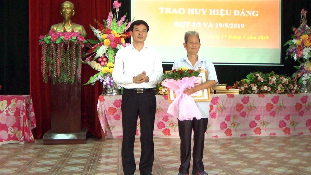 Đảng ủy xã Xuân Lộc trao tặng Huy hiệu Đảng đợt 3/2 và 19/5/2019