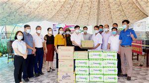 UB MTTQ và các đoàn thể huyện thăm hỏi, động viên lực lượng đang thực hiện nhiệm vụ tại chốt kiểm soát dịch bệnh