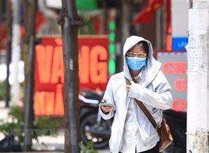 Nắng nóng gay gắt tiếp tục diễn ra trên cả nước, có nơi trên 40 độ C